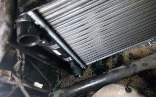 Радиатор охлаждения Лада Приора без кондиционера