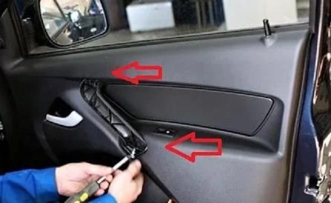 снять обшику с передней двери