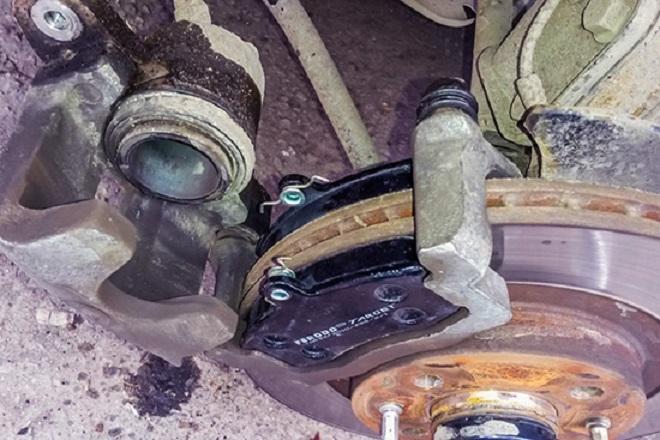 передние колодки на гранте